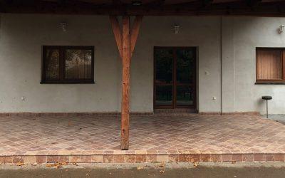 Sacherov dom dostal obklad z tardošského červenkastého mramoru